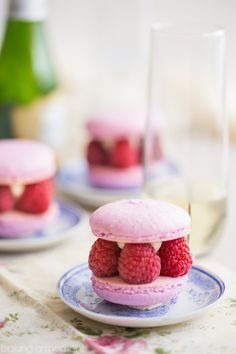 You Have Meals Poisoning More Normally Than You're Thinking That Raspberry and Champagne Come Together In These Gorgeous Kir Royale Macarons. Ideal For A Party Or Shower Easy No Bake Desserts, Best Dessert Recipes, Easy Desserts, Delicious Desserts, Spring Desserts, Strawberry Swirl Cheesecake, Cheesecake Strawberries, Strawberry Sauce, Strawberry Desserts