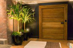 Sala de estar e jantar integradas com decoração acolhedora e aconchegante.
