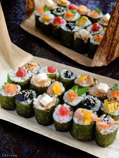 にぎらずに具材をオン!  その名も『Onにぎらず』♪  大量生産しやすく見栄えも良いからパーティーやお弁当にも活躍(^^)    日本の『おにぎり』が外国人に受けてるらしい。  と言うことで、おにぎりをポップで摘まみやすい形状にし、大量生産する際も簡単なよう整えました。  お米文化の見直しにもなればなと思います。  JA全農コンテストグランプリ受賞、日本農業新聞にも掲載されたレシピです。 Sushi Recipes, Asian Recipes, Cooking Recipes, Japanese Dishes, Japanese Food, Food Design, Cute Food, Yummy Food, Appetizer Buffet