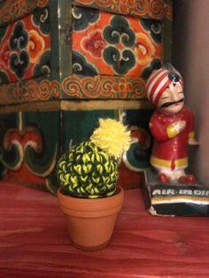 Un mini cactus (commande sur mesure) chez ma cliente Mini Cactus, Crochet, Planter Pots, Painting, Creative Workshop, Crochet Crop Top, Paintings, Chrochet, Draw