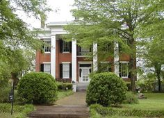 Antebellum Homes in Columbus, Mississippi... wanted to sing the mi..ss..i..ss..i ..pp..i..