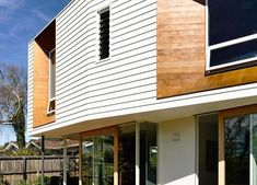 Wavy Modern Extension Enlivens Californian Bungalow in Hobart Prefab Houses, Beautiful Beaches, Bungalow, 1920s, Extensions, Outdoor Decor, Modern, Home Decor, Prefab Cottages