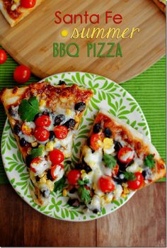 Santa Fe flavors meet fresh summer produce in Santa Fe Summer BBQ Pizza. This mouthwatering homemade pizza recipe is nearly fool proof! | iowagirleats.com