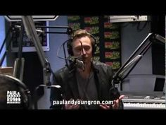 Publicerad den 2 maj 2012 Paul and Young Ron interview the great actor who plays Loki in Marvel Avengers, Tom Hiddleston