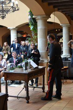Nos gusta personalizar cada ceremonia, por ello, animamos a los novios a que inviten a sus amigos o familiares a leerles algunas palabras. #boda #ceremonia
