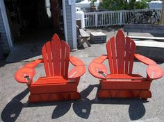 Special Adirondack chairs shaped like lobsters! Lake Decor, Seaside Decor, Beach House Decor, Repurposed Furniture, Pallet Furniture, Adirondack Chairs, Outdoor Chairs, Lobsters, Crabs