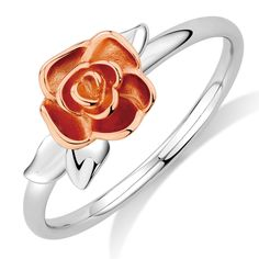 You will attract many admirers with this pretty 10kt rose and white gold stack ring. Featuring a detailed rose at its centre, it is a gorgeous choice.
