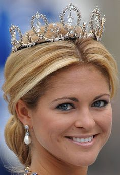 The Connaught Diamond Tiara worn by HH Princess Madeleine of Sweden at the wedding of her sister, Crown Princess Victoria Royal Crowns, Royal Tiaras, Tiaras And Crowns, Royal Beauty, Diamond Tiara, Diamond Pendant, Real Princess, Royal Jewelry, Jewellery