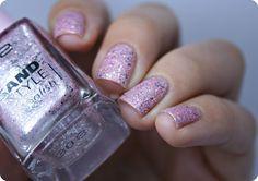 Texturovaný a pískový efekt s laky Jordana, a Essence ☺ Nail Polish, Nails, Beauty, Finger Nails, Ongles, Nail Polishes, Polish, Beauty Illustration, Nail