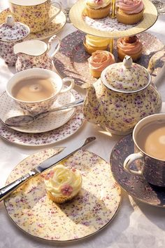 I WISH I WISH I WISH!!!! Katie Alice adorns kitchen accessories with vintage chic patterns | Homegirl London - katie alice ditzy floral