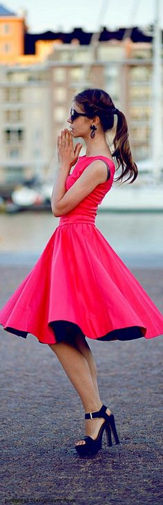 Online shopping for Women Dresses find from a variety party dresses. Get your favorite evening dresses & short dresses online for women. Have a look at our little black dresses as well. Mode Chic, Mode Style, Pretty Dresses, Beautiful Dresses, Beautiful Legs, Little Pink Dress, Costume Sexy, Look 2015, Moda Fashion