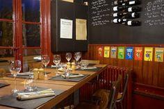Weekend dans le Beaujolais : 8 expériences à ne pas louper ! - Chouette World - Blog voyage Le Beaujolais, Blog Voyage, Conference Room, Table, Furniture, Home Decor, Owls, Decoration Home, Room Decor
