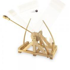 Offrez-vous un modèle réduit de la catapulte que Léonard de Vinci avait imaginé ! etne venez pas pleurer vers nous si le petit dernier dégomme le canari de votre grand-mère à grands coups de catapulte...