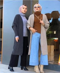 Modest fashion, to say the least, has grown into worldwide popularity offering more options from prominent designers to update frumpy or boring modest outfits Turkish Hijab Style, Turkish Fashion, Modest Fashion Hijab, Street Hijab Fashion, Warm Outfits, Winter Fashion Outfits, Niqab, Hijab Style Tutorial, Turkish Hijab Tutorial