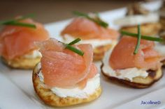 Savory w/smoked salmon and cream cheese Seafood Recipes, Appetizer Recipes, Beignets, Birthday Snacks, Dutch Recipes, High Tea, Menu, Food Inspiration, Love Food