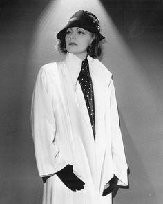 http://oldhollywoodmonamour.tumblr.com/post/152661032693/greta-garbo-the-painted-veil-1934