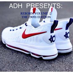 Trying to find ladies sneakers? Womens Sneakers For Work. Kd Shoes, Kicks Shoes, Nike Air Shoes, Hype Shoes, Shoes Sneakers, Nike Socks, Best Sneakers, Sneakers Fashion, Ladies Sneakers