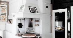 Aga Kitchen, Swedish Kitchen, Kitchen Decor, Wood Stove Cooking, Japanese Interior Design, Hamptons House, Log Homes, Old Houses, Decoration
