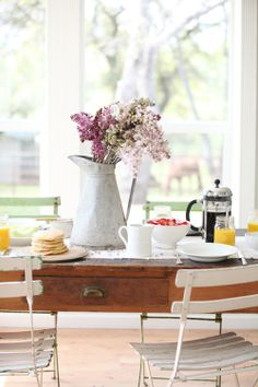 A perfect start to a weekend, simple table and pancake recipe via Dreamy Whites