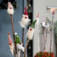 Christmas gnome on stick - Christmas gnome on stick Informations About Weihnachtswichtel am Stecken Pin You can easily use my p - Diy Crafts To Do, Crafts For Kids, Simple Crafts, Clay Crafts, Felt Crafts, Christmas Cup, Xmas, Diy Pinterest, Natal Diy