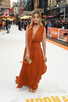Australian actress Margot Robbie was seen at the premiere of her new film 'Once Upon A Time In Hollywood' held in London. The 29 year ol. Margot Robbie Style, Margot Elise Robbie, Actress Margot Robbie, Margot Robbie Harley Quinn, Once Upon A Time, Orange Gown, Most Beautiful Faces, Beautiful People, Beautiful Women