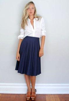 ミモレ丈スカート コーデ ネイビー(紺)で落ち着いた印象を♪