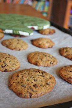 Puha csokidarabos keksz Martha Stuart-tól, egyszerű, jó recept, úgy tűnik, mind az, amihez a hölgyemény a nevét adja. Hogy tárolni mennyire ... Homemade Sweets, Cherry Cake, Christmas Snacks, Winter Food, Pavlova, Macaroons, Biscotti, Muffin, Food And Drink