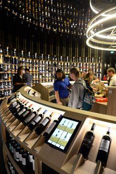 La ciudad del Vino abre sus puertas en Burdeos / Francia . Fotos : AFP PHOTO / MEHDI FEDOUACH