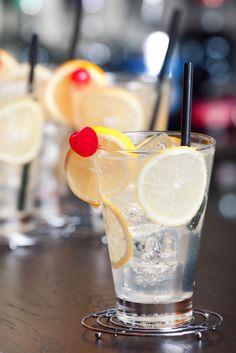 Simple Cocktail Recipe: Classic Tom Collins
