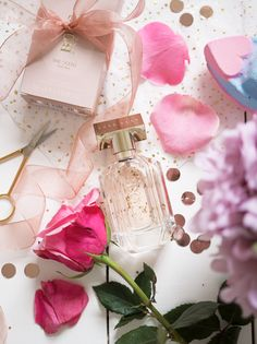 ⚜ Pretty In Pink ⚜a perfume pick on mother's day Perfume 212, Rose Perfume, Perfume Scents, Chanel Perfume, Cosmetics & Perfume, Perfume Oils, Ariana Perfume, Boss The Scent, Vintage Perfume Bottles