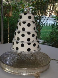 black and white, polka dots cake with pearls! so cute!