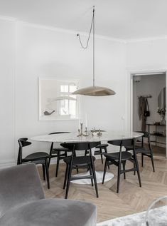 Best Kitchen Table Sets & Dining Room Ideas Classic and Modern Dining Room Table Centerpieces, Dining Table, Beautiful Dining Rooms, Interior Decorating, Interior Design, Dining Room Inspiration, Dining Room Design, Living Room Decor, Simply Beautiful
