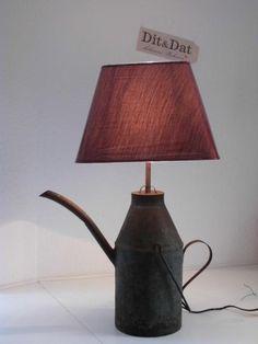 Tischlampe-aus+großer,+antiker+Petroleumkanne++von+Dit-und-Dat-schoenes-wohnen+auf+DaWanda.com