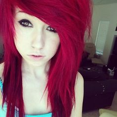 Red scene hair i want Nu Goth, Pretty Emo Girls, Goth Make Up, Red Scene Hair, Scene Bangs, Style Rock, Dye My Hair, Labret, Crazy Hair