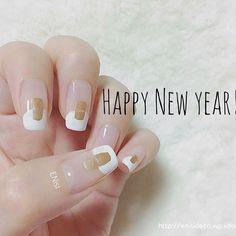 #newyear2017 #2017 #nail #nails #nailart #manicure #japanese #gold #simple #ネイル #ネイルアート #マニキュア #和風ネイル #お正月ネイル #シンプル #簡単ネイル #今年もよろしくお願いします #酉 #セルフネイル #胡粉ネイル #nailholic_kose #ENisI