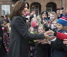 La princesa Mary de Dinamarca lleva a la escuela su 'Universo sin bullying'