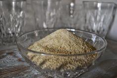 Underbart gott salt gjort på bland annat lökblast. #recept på http://skillnadenstradgard.blogspot.se/2014/04/varens-forsta-loksalt.html.
