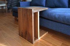 2WAYで使用できる、kitoki(キトキ)のサイドテーブル。 素材はウォールナット材です。