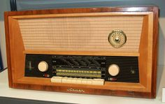 """""""Their radio""""  VEB Stern Radio Berlin. Nauen mit Kurzwellenlupe, 1962"""