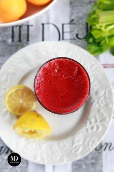 Oczyszczający sok z buraka, pomarańczy, marchewki i selera naciowego, wzbogacany odrobiną imbiru i cytryny. Koktajl na detoks. Detoks warzywny. // Homemade Detox Smoothie to Cleanse Your System - Beet, Orange, Carrot, Celery and Ginger Detox Smoothie #vegan #raw #healthy #fit #smoothie #detox #food #foodporn #photography