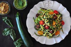 raw, vegan and gluten-free pesto zucchini noodles (zucchetti!)