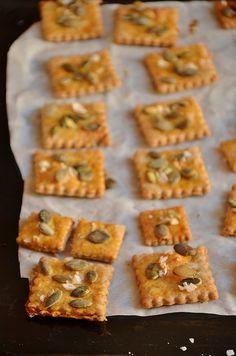 Spelt crackers with pumpkin seeds