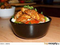 Salát s kuřecím masem Kung Pao Chicken, Chicken Wings, Treats, Ethnic Recipes, Kitchen, Food, Diet, Crickets, Sweet Like Candy