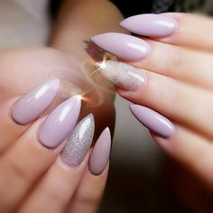 This guide on how to grow nails faster in 5 minutes routine will help you build your own beautiful, strong natural nails. #longnails