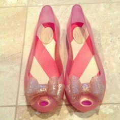 Vivienne Westwood pink and gold flats! Shiny punk with gold cheetah print bows! No trades or pp ☺️  RUNS BIG. US 7 but I am a 7.5 and they are a little big. Vivienne Westwood Shoes Flats & Loafers