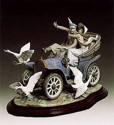 CAR IN TROUBLE Lladro - 01001375 - Limited Edition Lladro Figurines & Collectibles