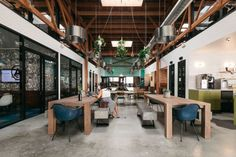 Kwerk l équilibre design entre bureaux privatifs et espaces