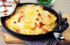 Tartiflette légère, recette d'un savoureux gratin de pommes de terre, de lardons, d'oignons sur lequel on fait fondre du reblochon.