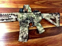 Kryptek camo this pattern is freakin awesome lookin How To Paint Camo, Camo Paint, M4 Airsoft, Camouflage, Camo Guns, Paint Dipping, Survival, Weapon Of Mass Destruction, Gun Art