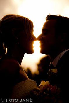 © FOTO JANÉ - Fotografia romántica de bodas Concert, Wedding, Weddings, Valentines Day Weddings, Concerts, Marriage, Chartreuse Wedding